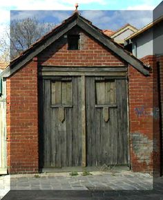 Znalezione obrazy dla zapytania old  wooden door
