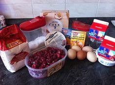 Vyskúšajte tento jednoduchý recept na rezy z čerstvých malín a mascarpone krému. Koláčik chutil celej rodinke, keďže zmizol z pekáča behom niekoľkých minút. Namiesto malín môžete použiť rôzne ovocie, podľa svojej chuti.