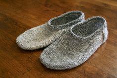 sam lamb: south marysburgh slippers  FREE pattern at the click