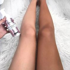 We all understand the sun can make us look old and wrinkly, and most individuals like that golden radiance or deep bronzed tan. For a 'fake' tan, there are various treatment options. Best Tanning Lotion, Tanning Tips, Tanning Products, Spray Tan Tips, Spray On Tan, Good Fake Tan, Bronze Tan, How To Get Tan, Short Curly Hair