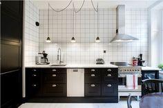 studio karin: BELYSNING I KÖKET - VINTAGE STIL Diy Kitchen, Kitchen Decor, Kitchen Cabinets, White Chic, Black White, Kitchen Stories, Garage House, Double Vanity, Interior And Exterior