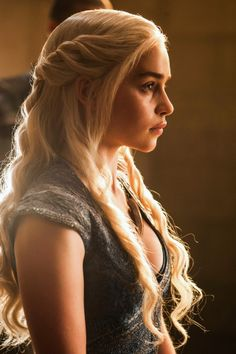 Emilia Clarke as Daenerys Targaryen in Game of Thrones (TV Series, 2014).