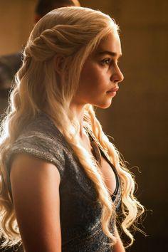 Emilia Clarke as Daenerys Targaryen inGame of Thrones (TV Series, 2014).