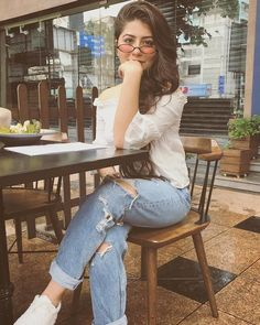 Now you are one of them to search girl dp Stylish Girls Photos, Stylish Girl Pic, Girl Photo Poses, Girl Poses, Cute Girl Pic, Cool Girl, Western Girl Outfits, Aditi Bhatia, Fashion Photography Poses