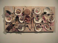 Zjedzone przez Katarzynę i jej przyjaciół - Daniel Spoerri ( praca zawieszona na ścianie )