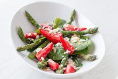 Salade d'asperges, fraises, pousses d'épinard et feta // Salad made of asparagus, strawberry, spinach leaves and feta cheese