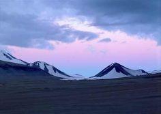 Katmai National Park - Valley of Ten Thousand Smokes Katmai National Park, National Parks, Living In Alaska, Alaska Travel, Places To See, North America, Cool Photos, Beautiful Places, Bucket