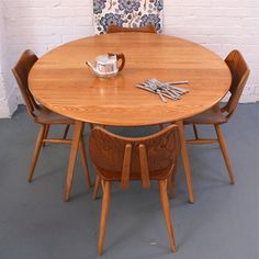 Love the ercol butterfly chairs, love the ercol table. Wish they were mine!