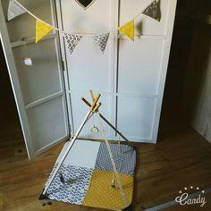 Tapis d'éveil sensoriel pour bébé en forme de tipi / Portique d'activités en bois/ jaune et gris : Jeux, peluches, doudous par mesbouillesabisous
