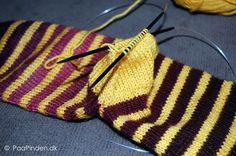 Bondehæl på sokker - billeder og skriftlig vejledning Knitting Socks, Knitted Hats, Knit Socks, Knitting For Beginners, Baby Booties, Sock Shoes, Diy And Crafts, Knit Crochet, Ravelry
