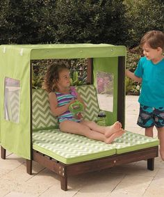 I could make this cute cabana from recycled palates and fabric