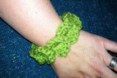 Follow this easy crochet pattern using the crocodile stitch to #crochet yourself or a friend this fun and fashionable Crocodile Stitch Bracelet. This is the perfect #fashion accessory to add to your summer wardrobe