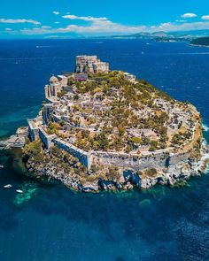 Aragonese Castle is a medieval castle next to Ischia (one of the Phlegraean Islands), at the northern end of the Gulf of Naples. The castle stands on a volcanic rocky islet that connects to the larger island of Ischia by a causeway. Photo by: Beautiful Places To Visit, Cool Places To Visit, Places To Travel, Wonderful Places, Beautiful Castles, Beautiful World, Italy Vacation, Italy Travel, Visit Italy
