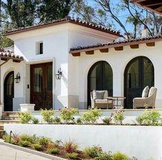 Spanish style homes – Mediterranean Home Decor Hacienda Style Homes, Mediterranean Style Homes, Spanish Style Homes, Spanish House, Spanish Revival, Spanish Colonial, Spanish Exterior, Spanish Style Bathrooms, Mexico House