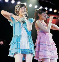 速報発表前に劇場公演に出演した生駒里奈(左)と渡辺麻友=東京・秋葉原