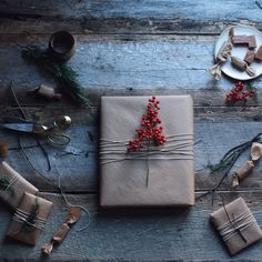Magazine Online: Heritage for Men thesoutherly: Maggie Pate Christmas And New Year, Christmas Time, Christmas Gifts, Christmas Design, Country Christmas, Creative Gift Wrapping, Creative Gifts, Wrapping Ideas, Gift Wraping