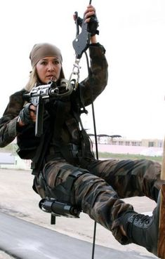 image - Females In Uniform (Lovers Group) Turkish Military, Female Police Officers, Female Soldier, Warrior Girl, Military Women, Armada, Special Forces, Armed Forces, Action Poses
