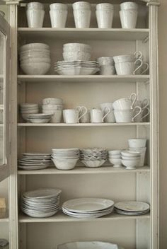 Kathreinerle: Wohnzimmer...simple neutral china/stone ware