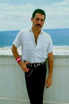 41 Ideas Music Bands Outfits For 2019 Freddie Mercury Quotes, Queen Freddie Mercury, Queen Photos, Queen Pictures, King Of Queens, Band Outfits, Queen Outfit, Queen Band, John Deacon