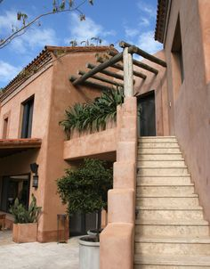 This is such a beautiful more natural adobe home! I love the simplistic and green features! Hacienda Homes, Hacienda Style, Spanish Style Homes, Spanish House, Santa Fe Style, Adobe House, Earth Homes, Mediterranean Homes, Earthship