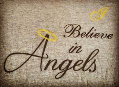 """Esta frase que traduce del inglés """"creo en los ángeles"""" está en una camiseta que uso muy seguido! Dios creó a los ángeles para ayudarnos, guiarnos y protegernos y por ello digo con orgullo que creo en esos maravillosos seres y que con amor recibo su energía! www.mensajedeangeles.com #Dios #angeles #angel #fe #arcangel #creoenlosangeles. God created the angels to protect us and guide us. I believe in these beautiful beings and I receive their energy with love! #god #angels #faith…"""