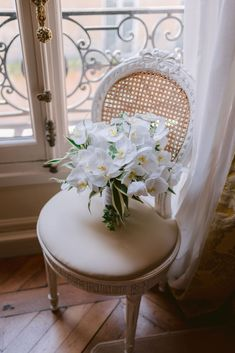 Want to organize your Wedding in France? Looking for a Wedding Planner in Paris? Wedding in France can offer you some great wedding packages in France to make it easy! Paris Wedding, Hotel Wedding, Luxury Wedding, Wedding Ceremony, Dream Wedding, Paris Destination, Destination Wedding Planner, Wedding Bouquets, Wedding Flowers