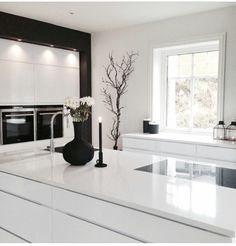 minimalist kitchen ideas - Find the best ideas for your minimalist style kitchen that suits your taste. Browse for amazing pictures of minimalist style kitchen for inspiration. Open Plan Kitchen Living Room, All White Kitchen, Kitchen Interior, Interior Design Living Room, Küchen Design, House Design, Casa Loft, Minimalist Kitchen, Minimalist Style