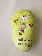 Don&Apos;T worry bee happy wood pergola painted rocks, rock painting ideas e Happy Rock, Bee Happy, Painted Rock Animals, Painted Rocks Craft, Hand Painted Rocks, Rock Painting Patterns, Rock Painting Ideas Easy, Rock Painting Designs, Pebble Painting