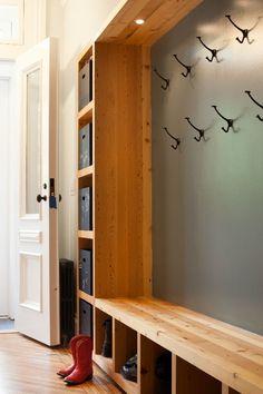 50 DIY Farmhouse Mudroom Bench Decor Ideas – Best Home Decorating Ideas Mudroom Storage Bench, Modern Storage Bench, Bench With Storage, Closet Storage, Diy Storage, Laundry Storage, Entryway Storage, Wood Storage, Garage Laundry