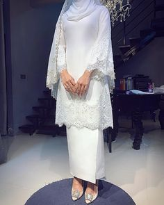 Image may contain: one or more people and people standing- - Source by jenadownspin Source by DorrisClothes ideas hijab Malay Wedding Dress, Kebaya Wedding, Muslimah Wedding Dress, Hijab Style Dress, Muslim Wedding Dresses, Muslim Dress, Dream Wedding Dresses, Bridal Dresses, Kebaya Modern Dress