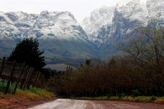 Winter in the Helderberg - Hottentots-Holland mountains. Most Beautiful Cities, Amazing Places, African States, Somerset West, African Love, Cape Town South Africa, Aesthetic Pictures, Holland, The Good Place