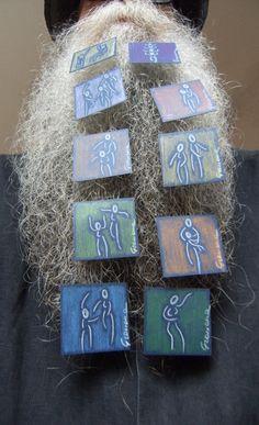 BEARD GALLERY - Opere di Atelier Manituana Graziana Giunta installate sulla mia barba (Galleria Pensile)