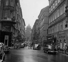 Kohlmarkt (1954) Scenery Pictures, Old Pictures, Old Photos, Vintage Photos, Urbane Fotografie, Vienna Austria, Back In Time, Time Travel, Black And White Photography