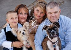 family and pets poses  www.lisasmileyphotography.com