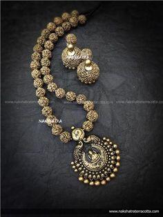 Antique Gold Color Peacock And Lakshmi Design Pendant Long Necklace Set By Nakshatra Terracotta Terracotta Jewellery Making, Terracotta Jewellery Designs, Indian Jewellery Design, Indian Jewelry, Jewelry Design Earrings, Funky Jewelry, Handmade Jewelry, Antique Gold, Antique Jewelry