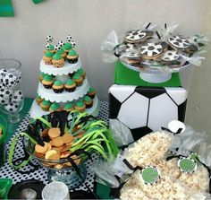 Mesa de dulces futbol Soccer Birthday Cakes, Soccer Party, Football Themes, Yummy Cakes, Cake Pops, Party Themes, Table Decorations, Cookie, Babies