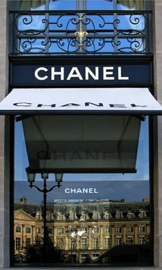 CHANEL STUNNING SHOP BELLA DONNA