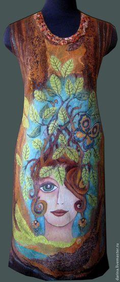 туника валяная `Девушка с бабочкой`. Очень красивая валяная туника (или сарафан, или короткое платье) сделана под впечатлением от яркой ранней весны на улице. авторский рисунок на шелке завалян в нежную мериносовую шерсть. Длина по спинке 95 см.