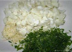 Ryba pieczona z czosnkiem w sosie pomidorowym - przepis ze Smaker.pl Grains, Dairy, Cheese, Food, Meal, Eten, Meals, Korn
