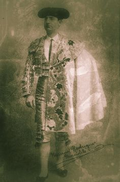 """Manolete padre.     """"Un 15 de septiembre de 1907 tomaba la alternativa en la antigua plaza de toros de Madrid Manuel Rodríguez Sánchez Manolete. Se la concedió Machaquito, al cederle el toro Yegüerizo de la ganadería de Esteban Hernández. Nacido en Córdoba el 27 de septiembre de 1883, fue el padre del que llegó a convertirse con el tiempo en """"el monstruo.""""'           - Fernando Martinez     Publicado en el Programa de Mano de la Empresa Pagés el lunes 12 de abril de 2010."""