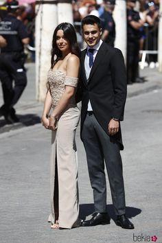 Sergio Reguilón y su novia. Famous Youtubers, Ronaldo, Real Madrid, Couple Goals, Martini, Relationship Goals, Envy, Couples, Instagram