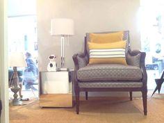 Calitatea tesaturilor si intensitatea culorilor pot transforma un colt simplu intr-un plin de eleganta!  #kainternational, #tesaturi, #draperii, #tapitare, #materiale, #perne #fotoliu Showroom, Accent Chairs, Armchair, Interior, Furniture, Design, Home Decor, Upholstered Chairs, Sofa Chair