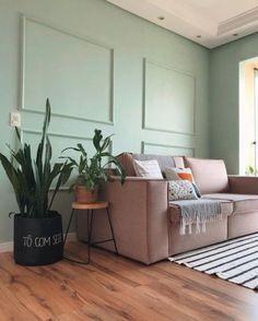 Ideias lindas de cômodos com boiserie no post! Entryway Bench, Couch, Furniture, Home Decor, Instagram, Half Painted Walls, Moldings, Good Ideas, Decorating Ideas