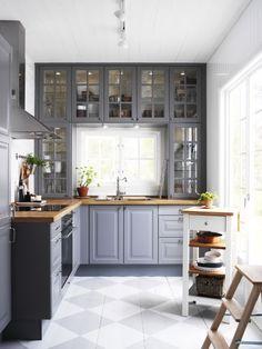 Grau Küchen, Große Fenster, Opfer, Küchenspülen, Die Höhe, Taupe, Kleines  Haus, Wendungen, Schränke
