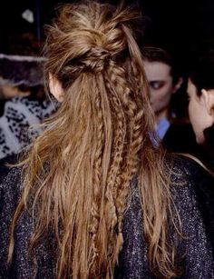 What are the box braids? We braid hair since the dawn of time, so we found traces of braided hairstyles dating back to Prehistory! After a dazzling comeback in the the fashion of braids (or rather mats) does not seem… Continue Reading → Bohemian Hairstyles, Messy Hairstyles, Pretty Hairstyles, Hairstyles 2018, Bohemian Curly Hair, Hippie Hair, Hair Day, New Hair, Your Hair
