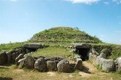 Instants de préhistoire : visites commentées du Tumulusde Dissignac. Du 16 juillet au 25 août 2013 à Saint Nazaire.