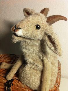 Ziege (Klappmaulpuppe aus Mohair)