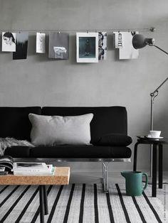MOMENT soffan formgiven 1985 av Niels Gammelgaard. Här tipsar vi om DIGNITET stålvajer och RIKTIG gardinkrok, som passar bra för flexibel och fin upphängning av bilder!: