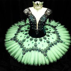 The Levels of Adult Ballet Ballet Tutu, Ballerina Tutu, Ballet Skirt, Jazz Costumes, Tutu Costumes, Ballet Costumes, Ballet Beautiful, Beautiful Gowns, Swan Lake Costumes