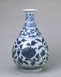青花玉壶春瓶,明永乐,口径7cm,足径10cm,高27cm。 Yongle, Ming Dynasty, China